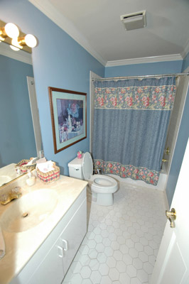 wetherbee13 INT-1st-Fl-PRIVATE-FULL-BATH