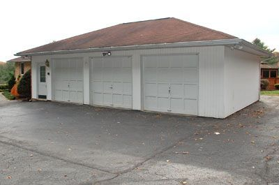16011_huntfarms10_new_garage.jpg