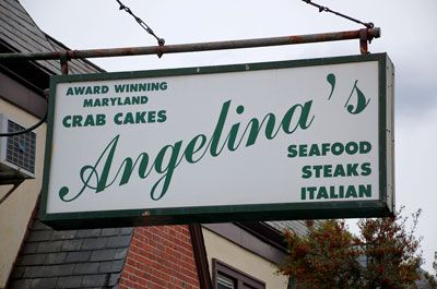 13725_angelinas_sign.jpg